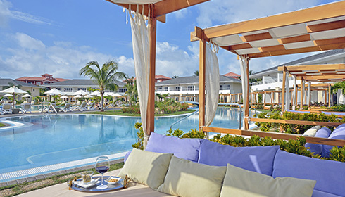 Royal service concierge swim up pool